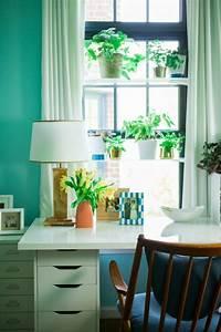 Große Fenster Dekorieren : fensterbank deko mit pflanzen die einen kleinen garten erschaffen ~ Frokenaadalensverden.com Haus und Dekorationen