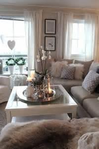 weiss grau wohnzimmer mit violett deko wohnzimmer deko ideen für jeden geschmack ob schlicht bunt oder ganz exklusiv findest du hier