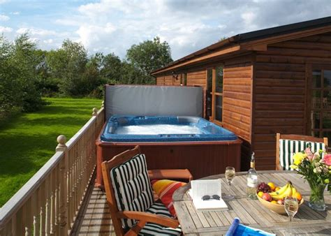 1 york log cabin with tub breaks or couples
