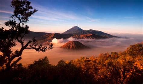melihat keindahan matahari terbit  gunung bromo wisata