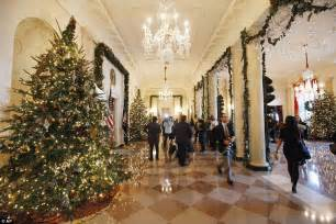 white house christmas michelle obama unveils holiday decorations daily mail online