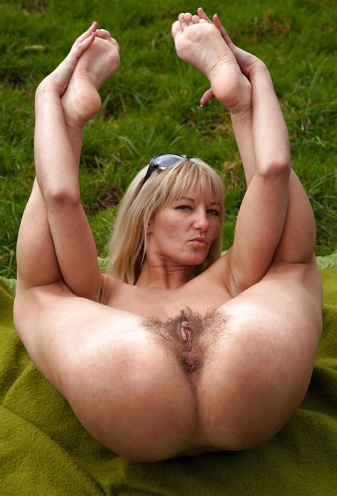 Hot Milf S And Mature Women Pussies Asses And Feet 79 Pics