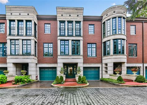 Town House : Three-story Townhouse In Lincoln Park