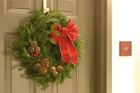 5 Diy Christmas Door Decorations Diy Fashion Hacks Turn A Tshirt Into Dress Mermaid Party Backdrop Clothes Ideas Without Sewing How To Paint Kitchen Cabinets Network Blackhead Removal Strips Gelatin Disney Christmas Crafts Wedding Invitation Kits Navy Blue Corner Storage Bench Plans