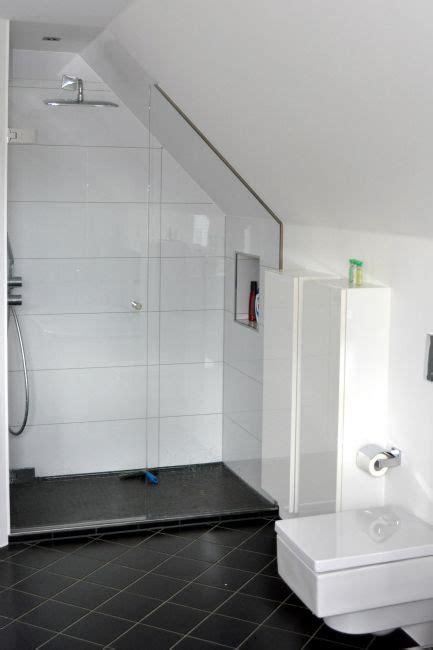 Badbereich Dusche  Wanne Klocke