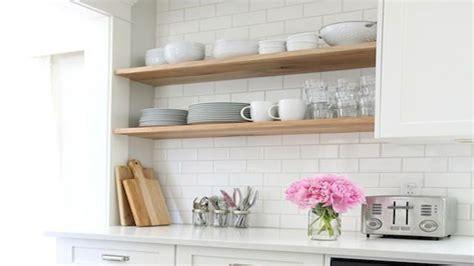 repeindre sa cuisine en noir peinture et résine pour peindre du carrelage deco cool
