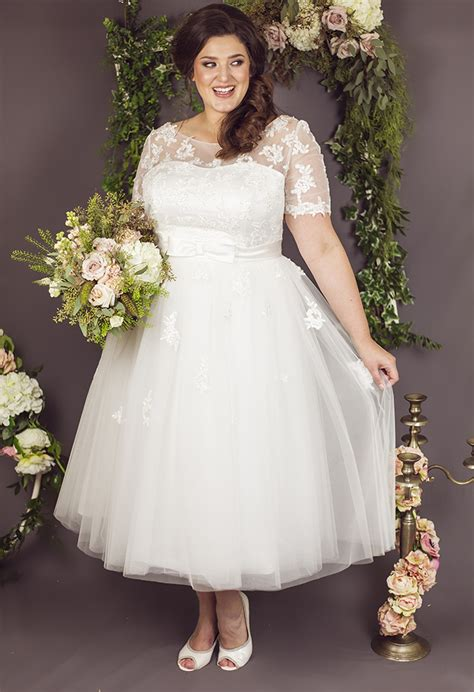 20 Pretty Tea Length Wedding Dresses For 2018 Brides. Summer Wedding Dresses Online. Wedding Dress Lace Types. Romantic Wedding Dress Ebay. Michael Angelo Disney Wedding Dresses. Vintage Wedding Dress Maker Brisbane. Celebrity Wedding Gowns Pictures. Affordable Wedding Dresses Vintage. Wedding Dresses European Style