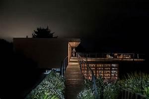 Tavonatti House Modern Coastal Style Complements Distant