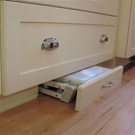 Smart Design   Toe Kick Step Stools ? Details