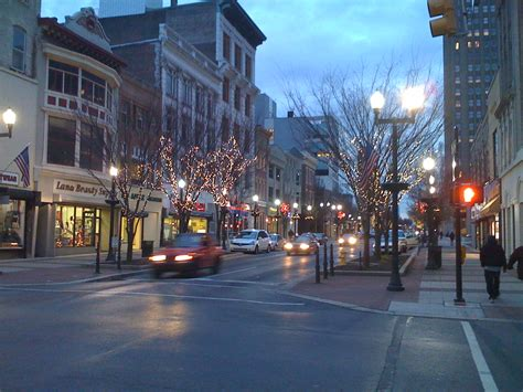 File:2008 - Hamilton and 8th Street During Christmas.jpg ...