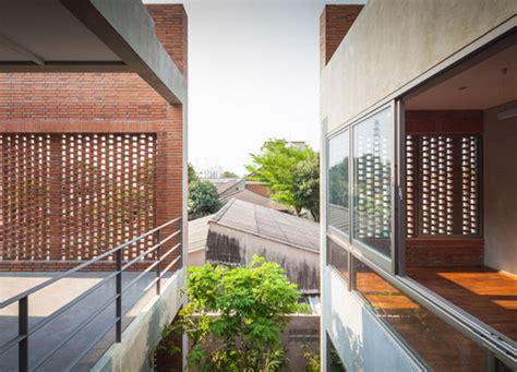 desain rumah  kisi batu bata  menyamarkan area