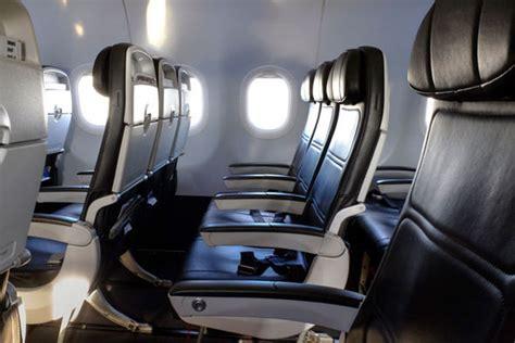 choose  plane seat  paying