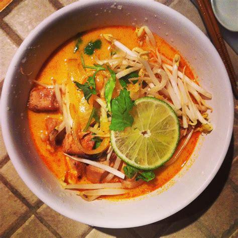 Pocher En Cuisine - soupe thaï au cari et lait de coco sylvie isabelle