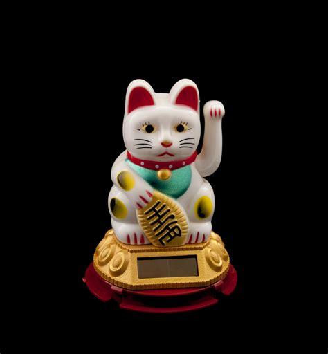chat japonais porte bonheur chat prosperite japonais maneki neko blanc patte gauche animee solaire 227 ebay