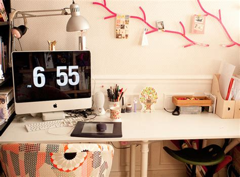 Modern-office-room-ideas-with-wall-decorations
