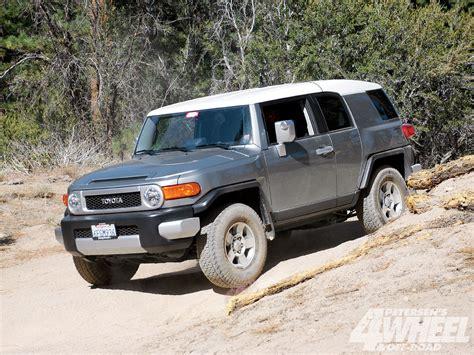 Jeep Vs Fj Cruiser by 131 1005 21 Toyota Fj Cruiser Vs Jeep Jk Wrangler Fj