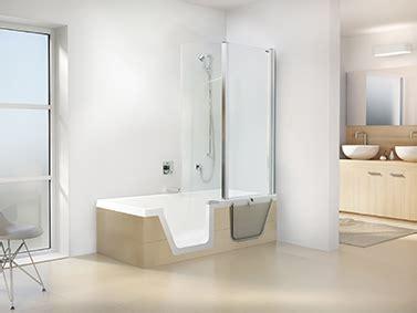 badezimmer altersgerecht umbauen badewanne mit türeinsatz aktion barrierefreies bad