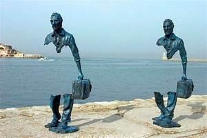 Monumentos Escultura de viajeros Bruno Catalano — fotos ...