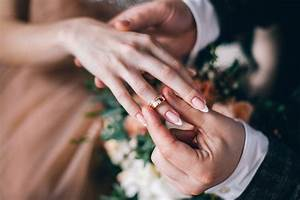 why is a wedding ring worn on a woman39s left hand With where should the wedding ring be worn
