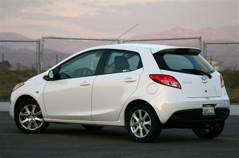 2013 mazda mazda2 expert review small cars can be big news today thanks to their attractive looks, frugal fuel use and appealing features, and the 2013 mazda2 hatchback is a fine case in point. Review: 2011 Mazda2