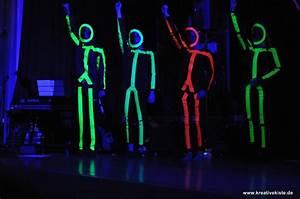 Neon Buchstaben Selber Machen : strichm nnchen bei schwarzlicht ~ Michelbontemps.com Haus und Dekorationen
