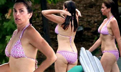 cindy crawford flaunts figure  purple  white bikini