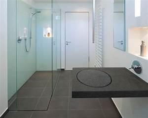 Kleine Duschbäder Gestalten : moderne duschb der mit granit waschtisch ideen f r die ~ Lizthompson.info Haus und Dekorationen
