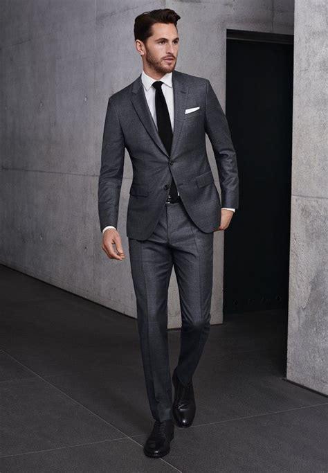 blauer anzug schwarze krawatte grauer canvas anzug wei 223 es hemd schwarze krawatte und schuhe br 228 utigam anzug