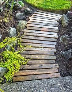 Allee De Jardin Facile : une all e de jardin en planche de palettes en bois ~ Melissatoandfro.com Idées de Décoration