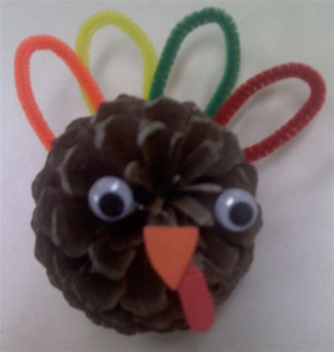 crafts  preschoolers pine cone turkeys