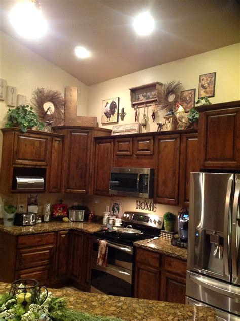 love decorating  tops  kitchen cabinets