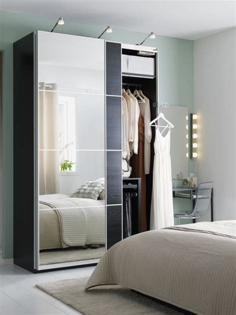 Small Mirrored Wardrobe by 25 Best Ideas About Mirrored Wardrobe Doors On