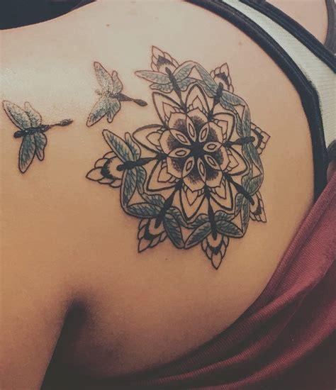 signification tatouage symbolique derriere  des motifs