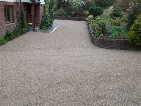 Install Tar And Chip Driveway