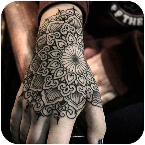 Pour Ou Contre Les Mains Tatouées