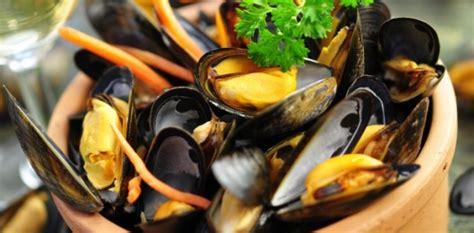 cuisiner des moules moules marini 232 res 224 la cr 232 me fraiche aux fourneaux