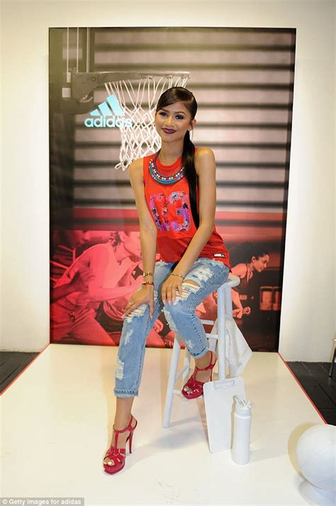 Zendaya Coleman Shows Us How To Look Glam In A Sports Jersey Shoes Post