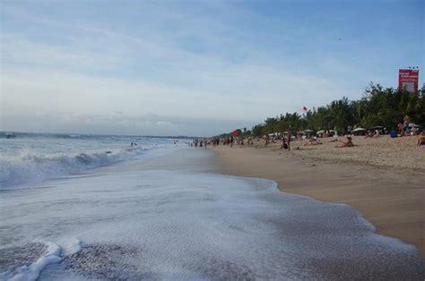 kuta una playa concurrida picture  kuta bali
