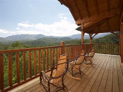 cabins in gatlinburg tennessee gatlinburg cabin dreams come true 5 bedroom sleeps
