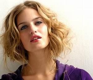 Carré Plongeant Long Bouclé : carr cheveux boucl s ~ Melissatoandfro.com Idées de Décoration