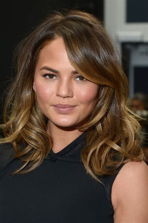 chrissy teigen medium wavy cut chrissy teigen hair