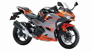 Kawasaki Ninja 400 : kawasaki s ninja 400 arrives motorcycle life ~ Maxctalentgroup.com Avis de Voitures