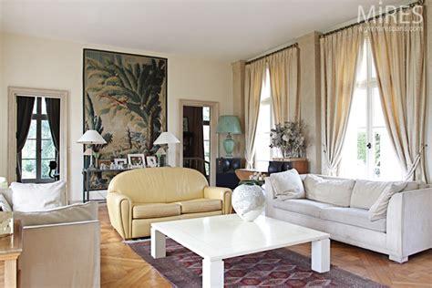 beige living room  tapestry  mires paris