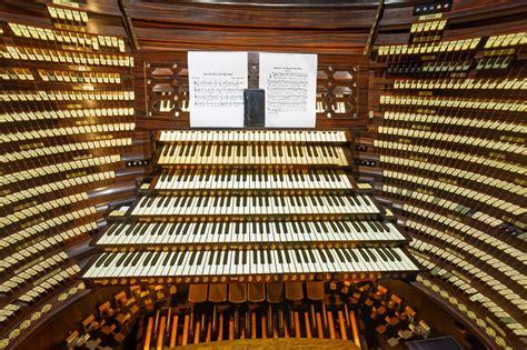 organ builders teaming   boardwalk hall organ