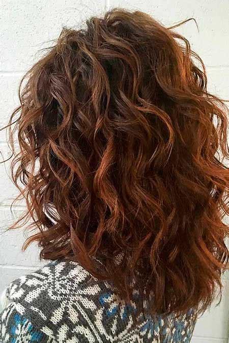 bonitos peinados rizados  el pelo medio largo