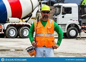 Concrete Pump Operator With Remote Control For Boom Pump