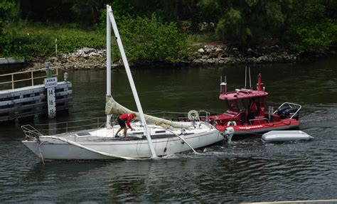 Tow Boat Fort Lauderdale by Sailboat Gets Dania Boulevard