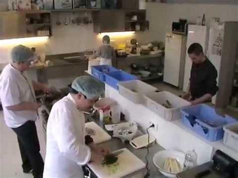 commis de cuisine commis de cuisine et salle wmv