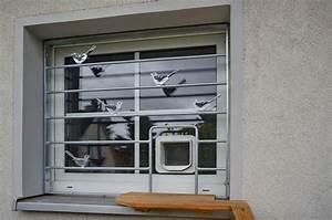 Türschutzgitter Mit Katzenklappe : fenstergitter mit einer katzenklappe ~ Whattoseeinmadrid.com Haus und Dekorationen