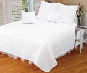 Couvre Lit Blanc : couvre lit cici blanc 260x280 ~ Teatrodelosmanantiales.com Idées de Décoration